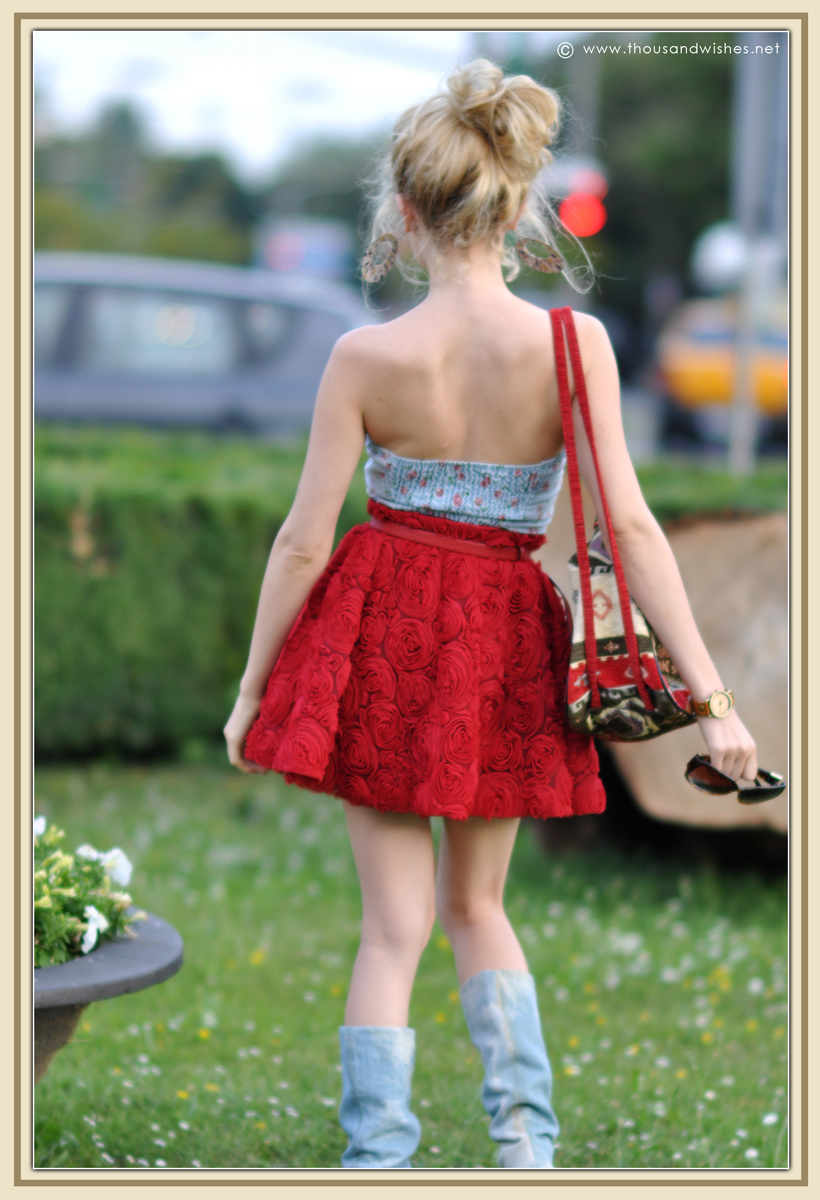 02_red_roses_skirt_jeans_top
