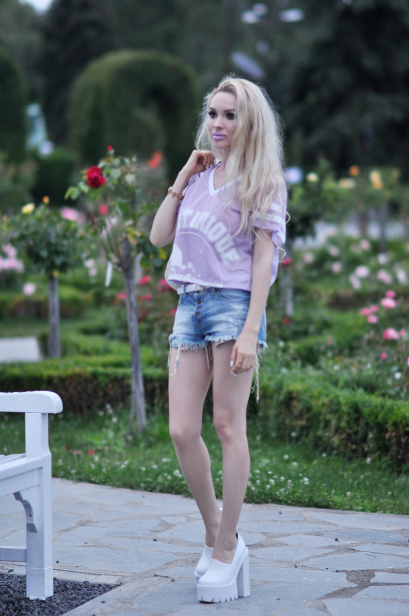 03_purple_shirt_jeans_shorts_mac_lipstick