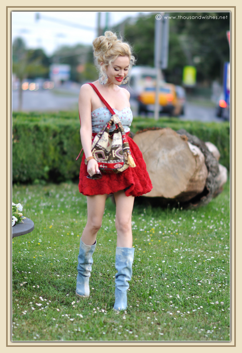 03_red_roses_skirt_jeans_top