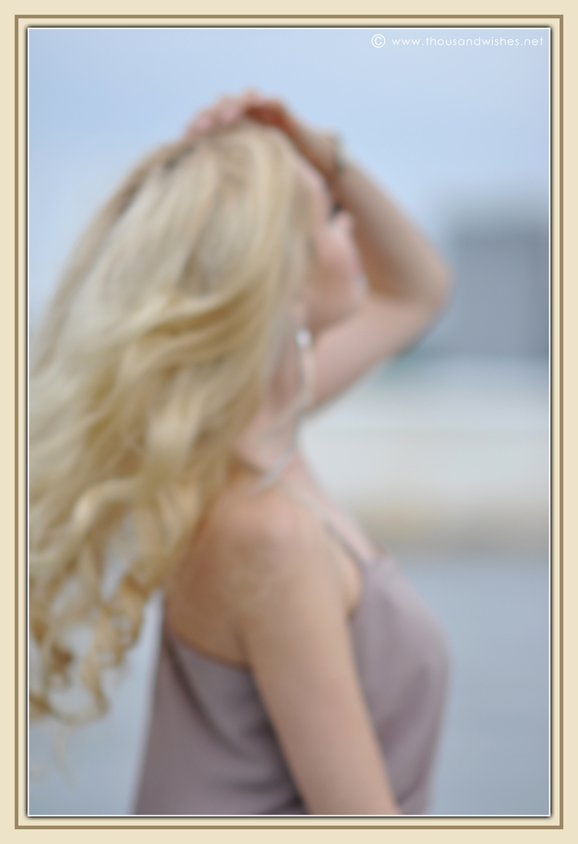 04_beige_long_dress_feather_earrings