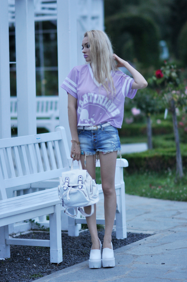 06_purple_shirt_jeans_shorts_mac_lipstick