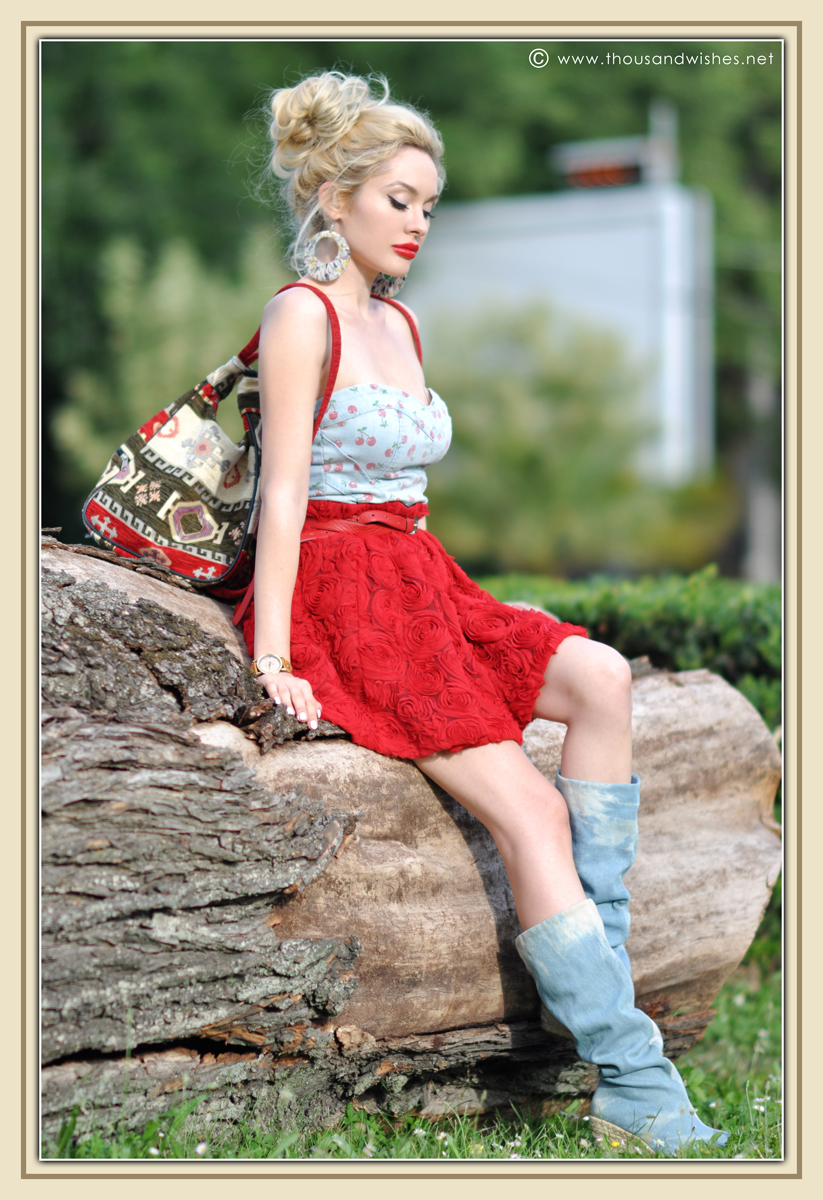 06_red_roses_skirt_jeans_top