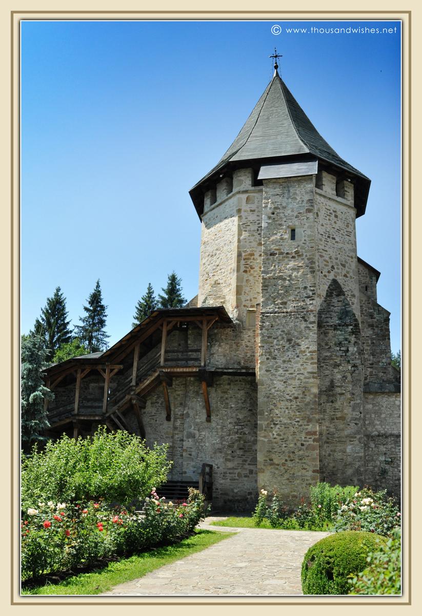 07_bucovina_painted_monasteries_putna