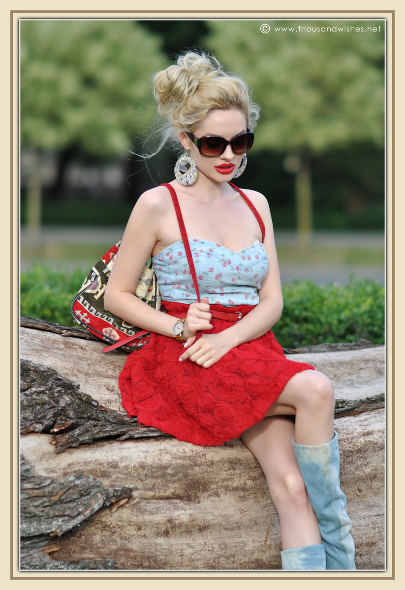 07_red_roses_skirt_jeans_top
