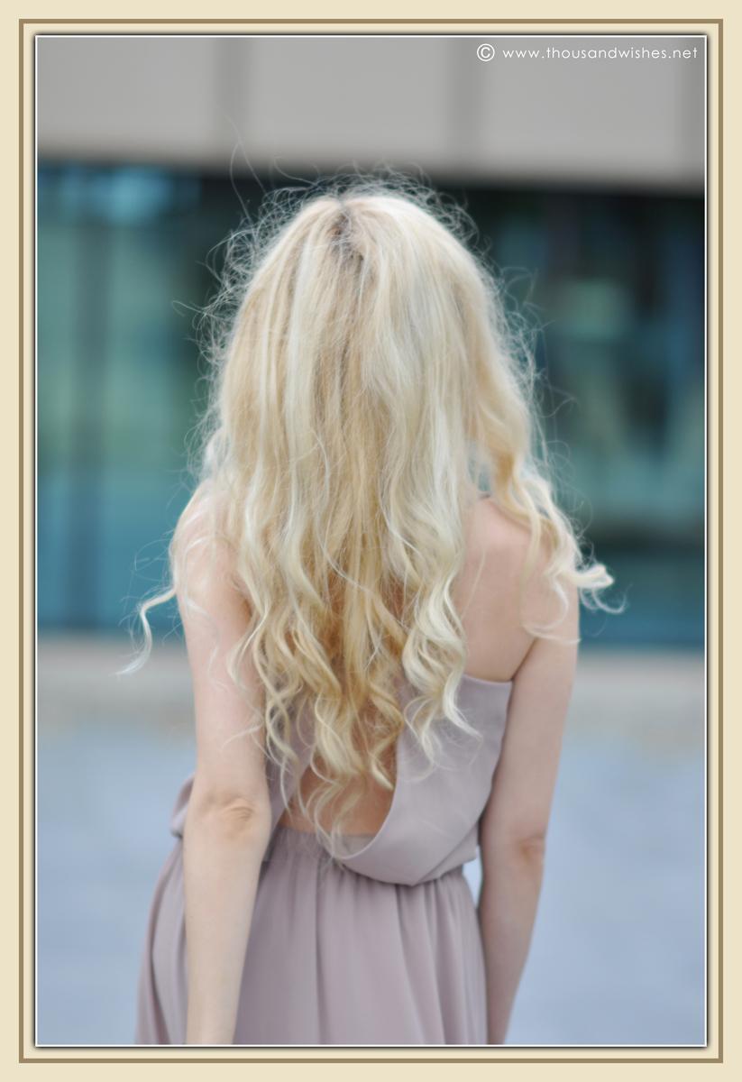 08_beige_long_dress_feather_earrings