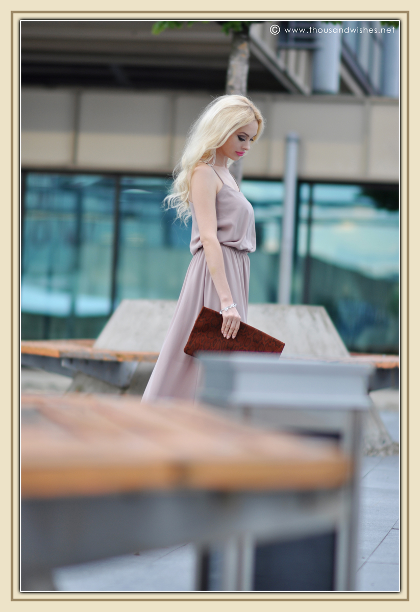 11_beige_long_dress_feather_earrings