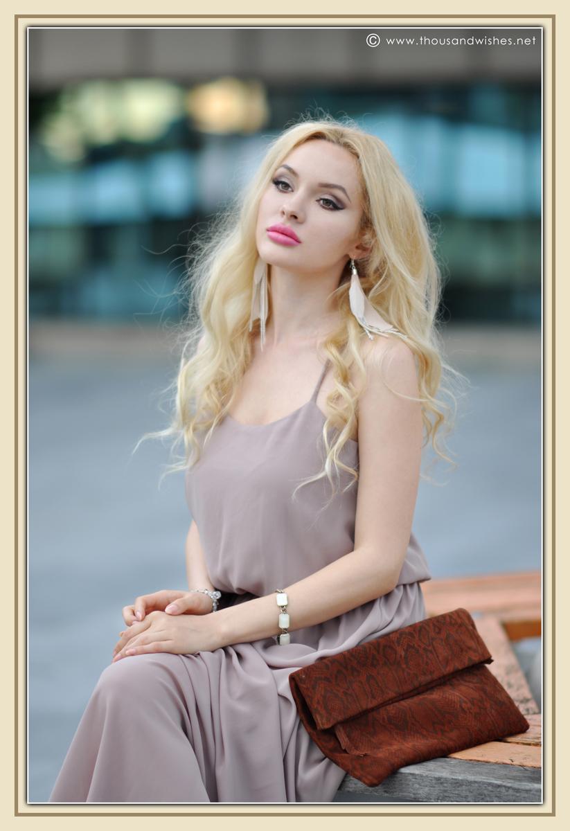 12_beige_long_dress_feather_earrings