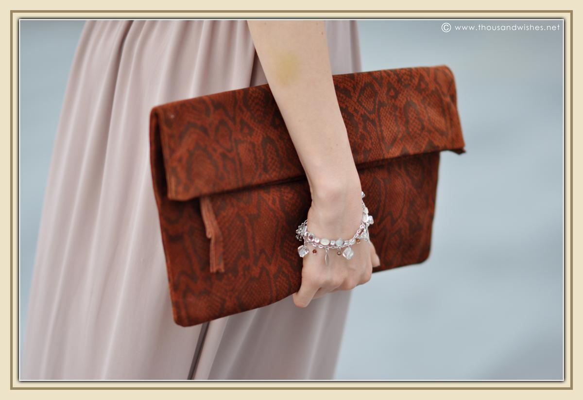 14_beige_long_dress_feather_earrings