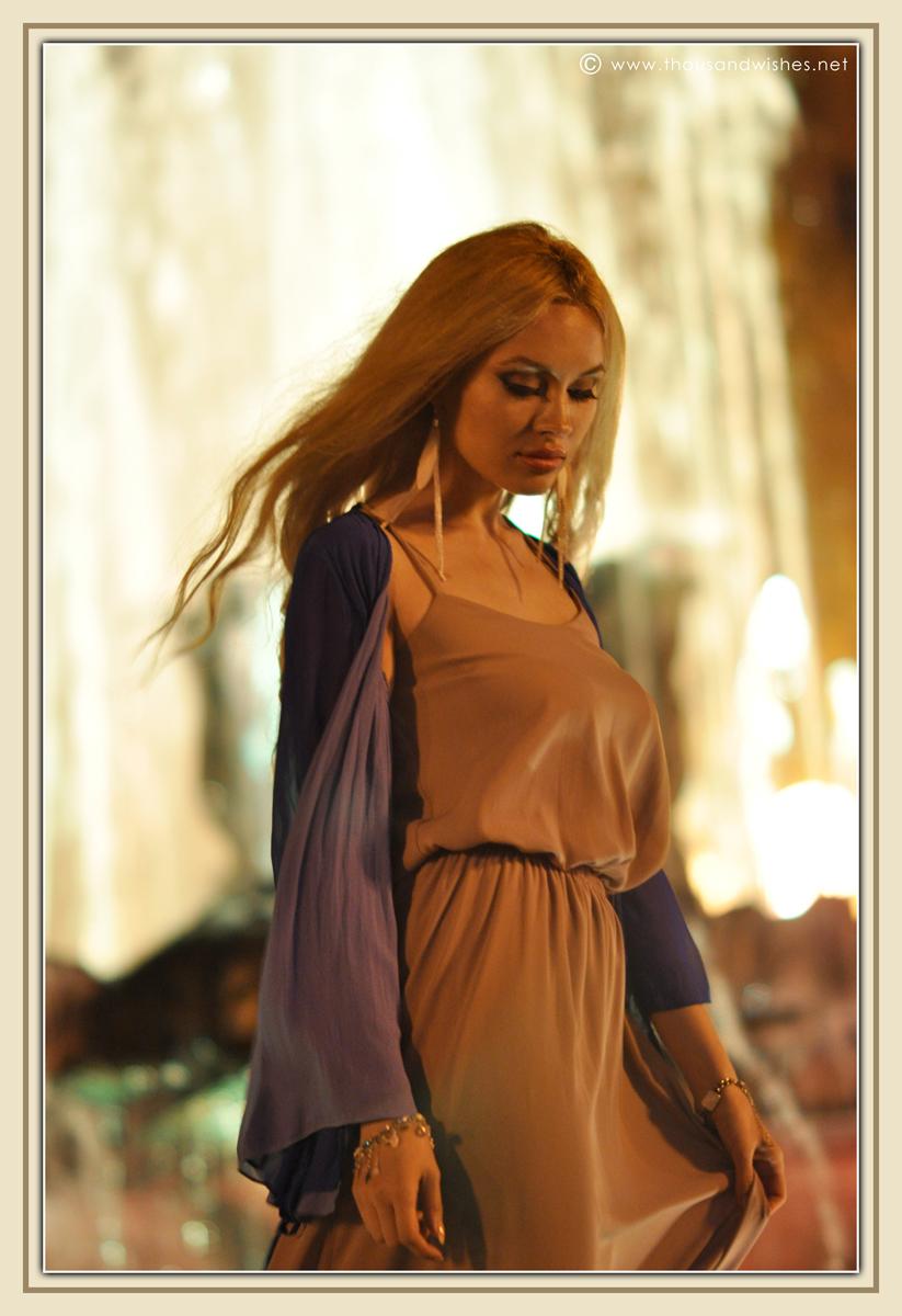 17_beige_long_dress_feather_earrings