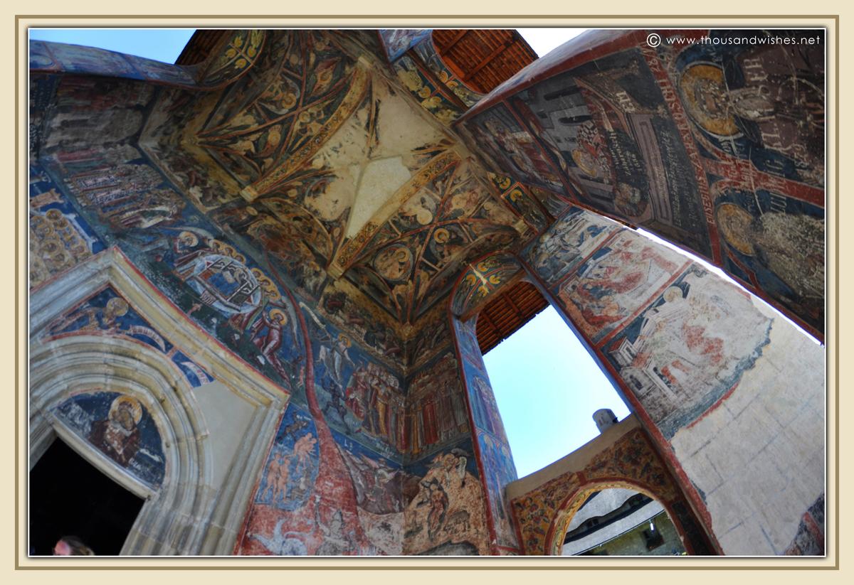 23_bucovina_painted_monasteries_moldovita