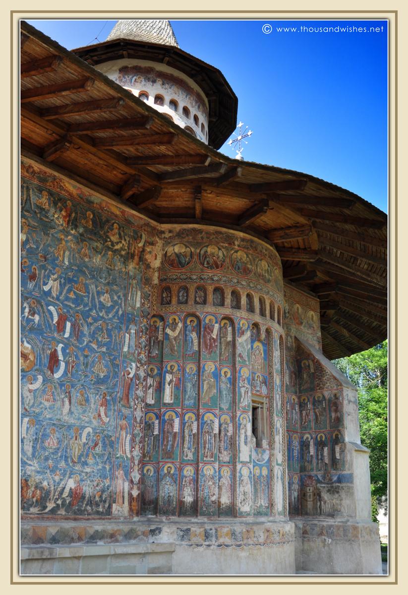30_bucovina_painted_monasteries_voronet