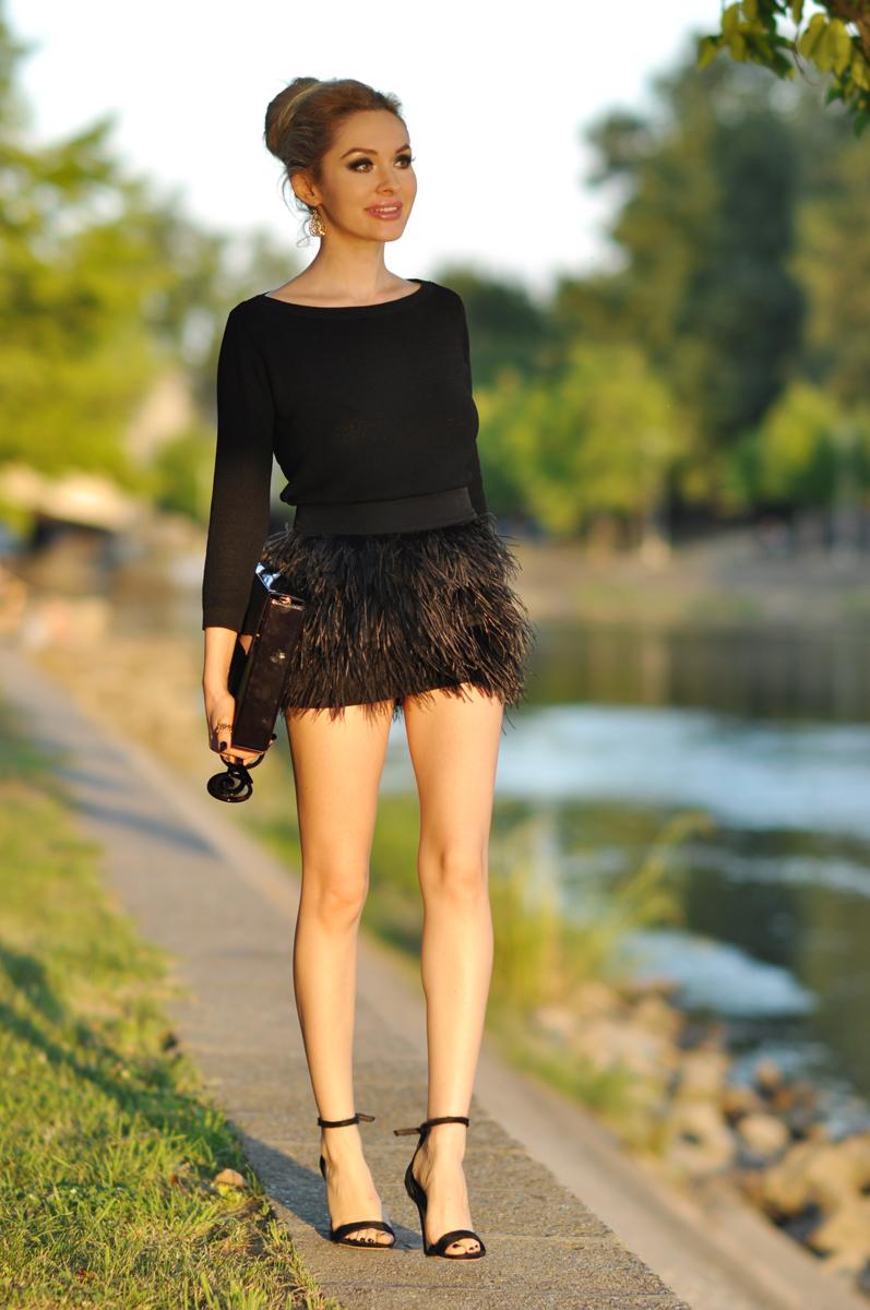 04_zara_black_feather_skirt
