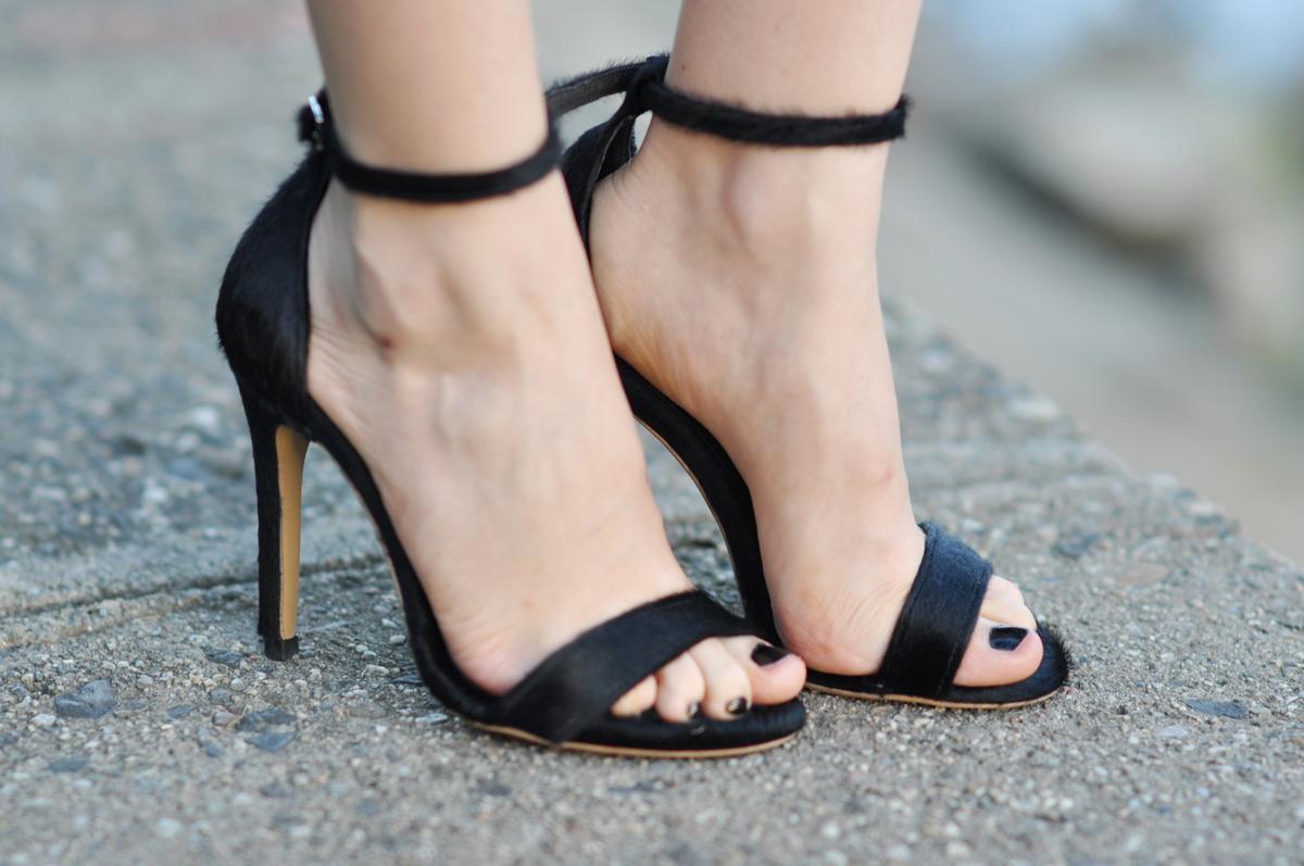 12_zara_black_feather_skirt