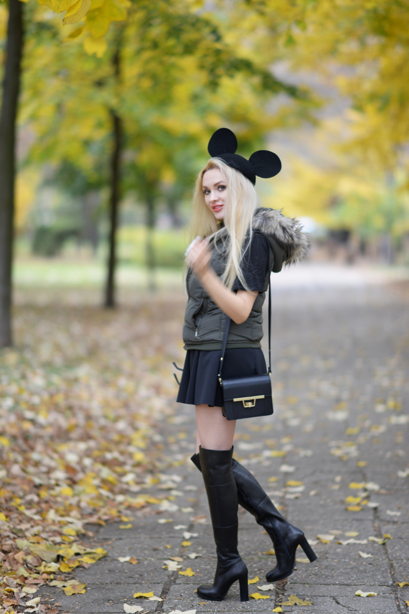 01_minnie_hat_over_the_knee_boots