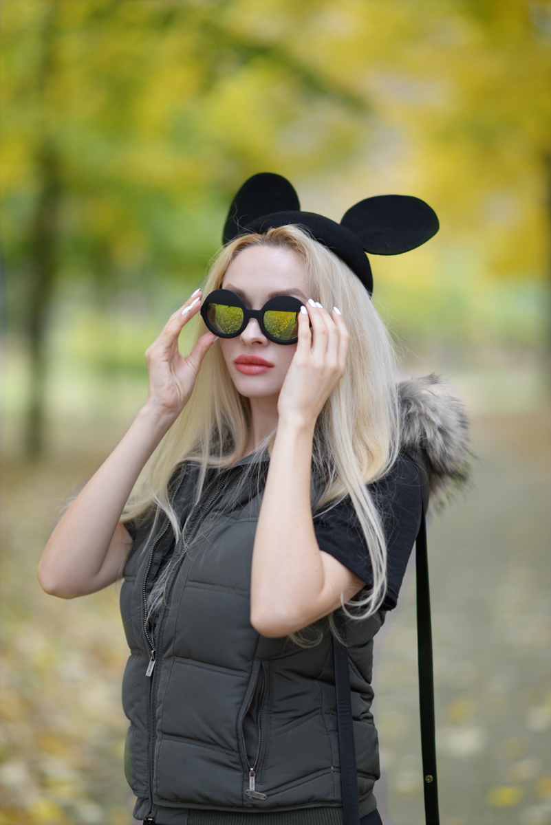 02_minnie_hat_over_the_knee_boots