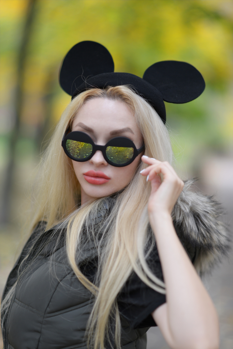03_minnie_hat_over_the_knee_boots