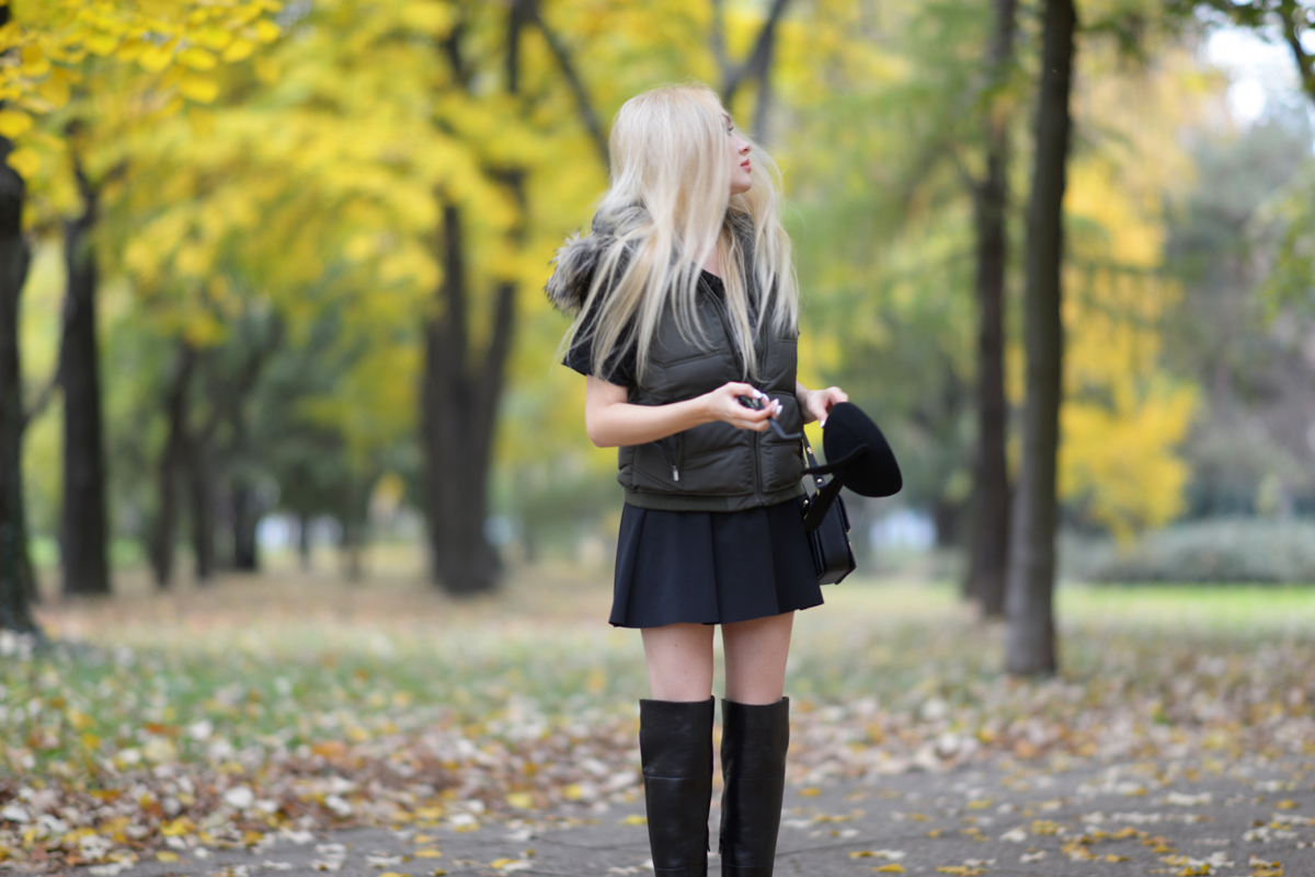 04_minnie_hat_over_the_knee_boots