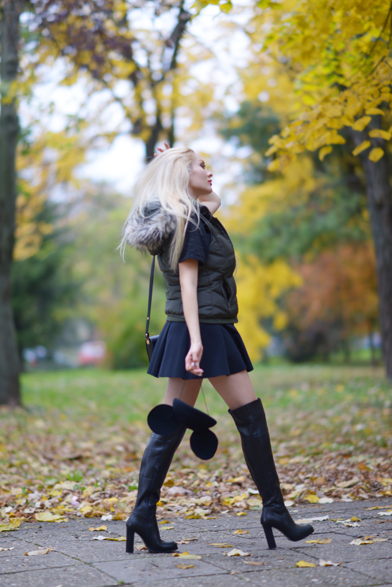 05_minnie_hat_over_the_knee_boots