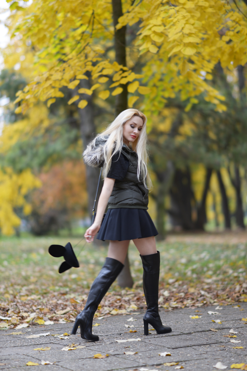 06_minnie_hat_over_the_knee_boots