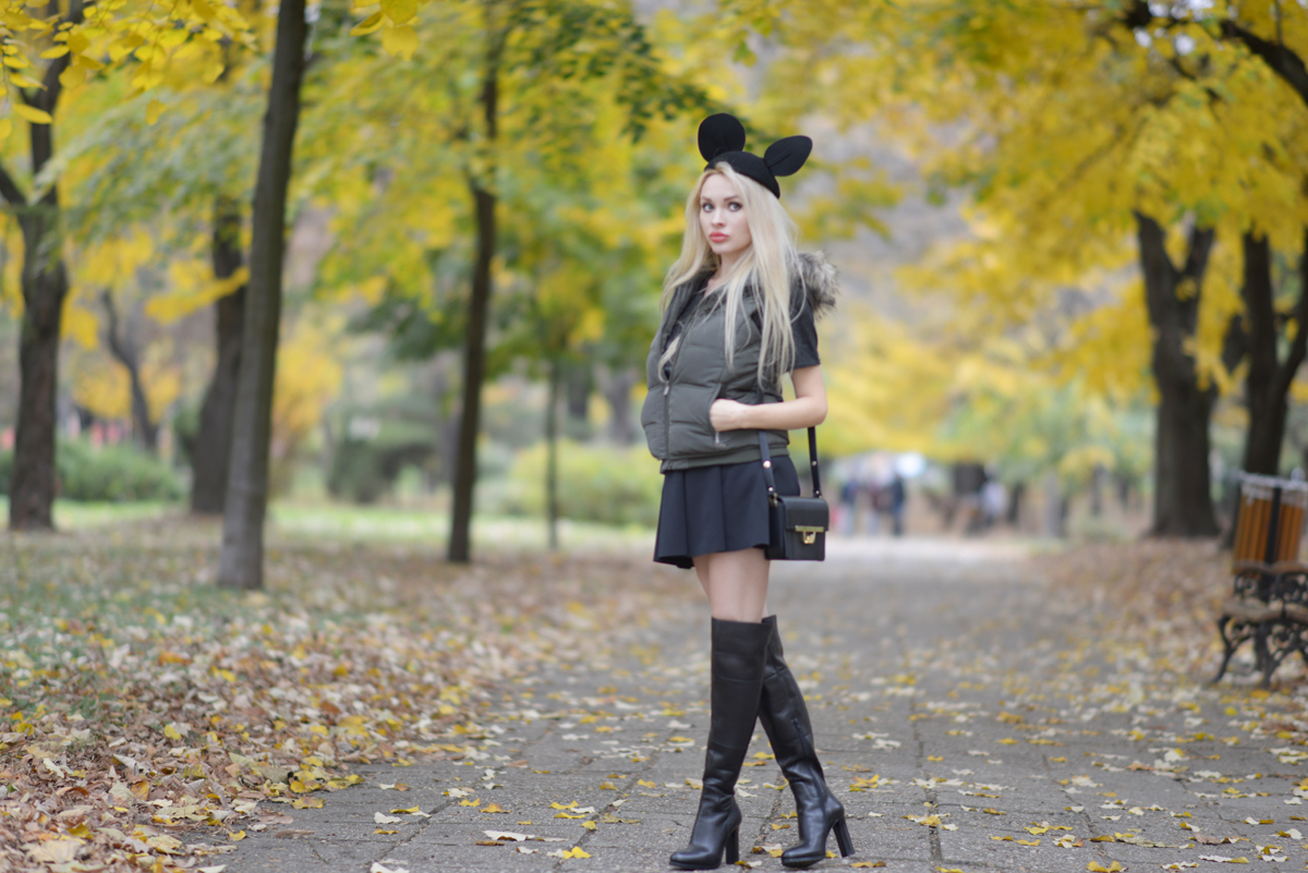 07_minnie_hat_over_the_knee_boots