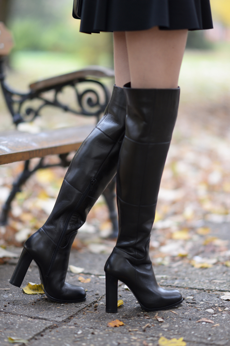 08_minnie_hat_over_the_knee_boots