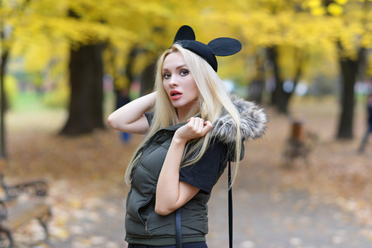 09_minnie_hat_over_the_knee_boots