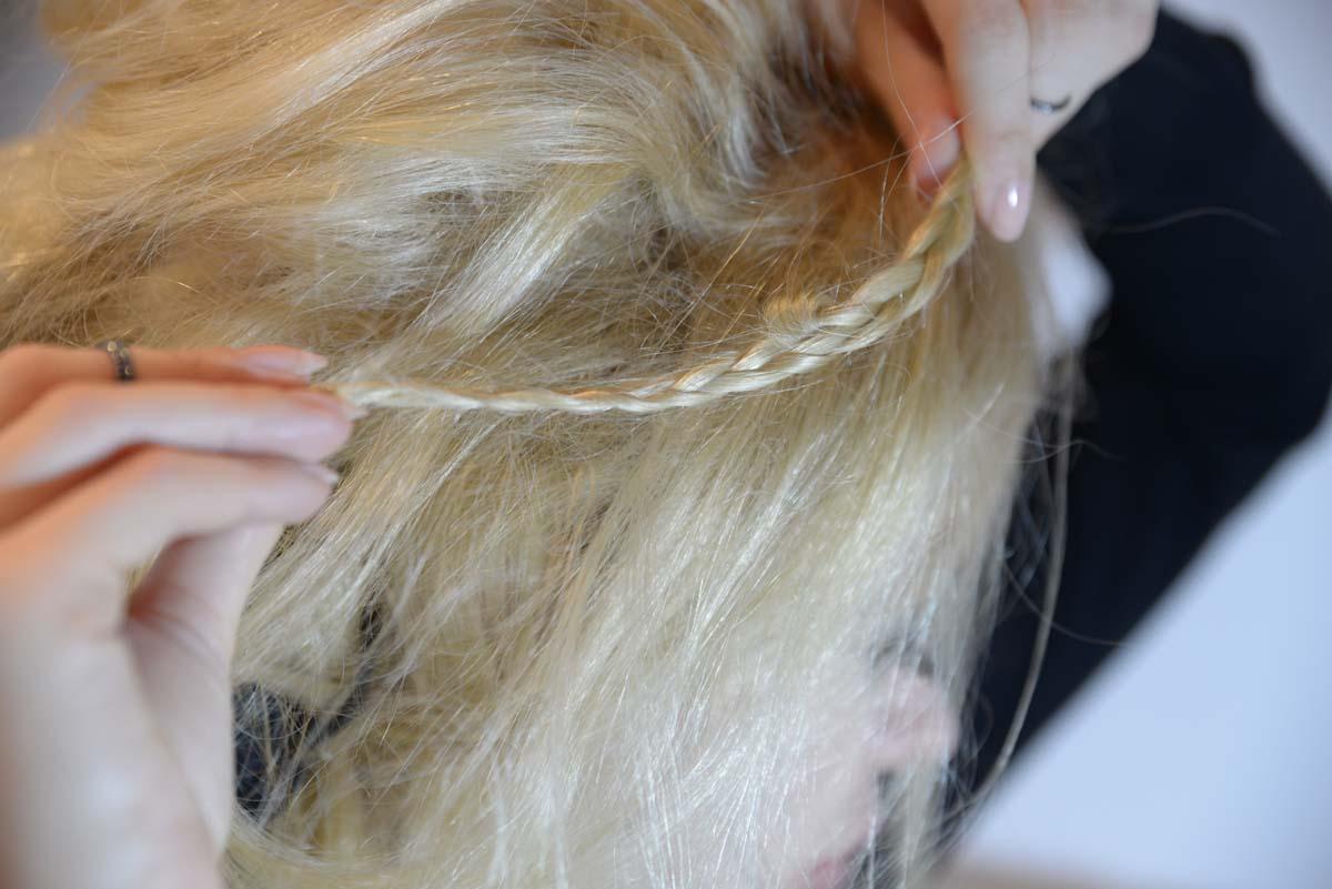 30_messy_princess_hairstyle_stone_headband