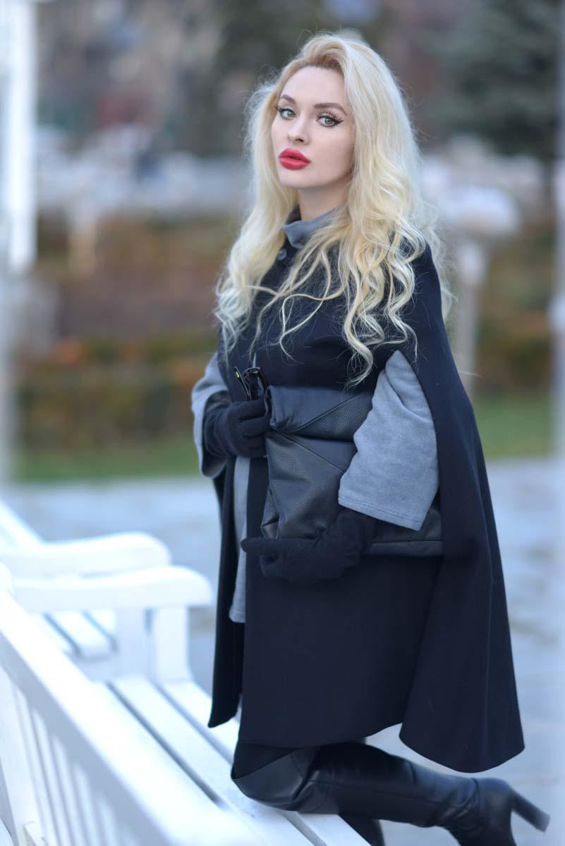 01_black_cape_zara_red_lips