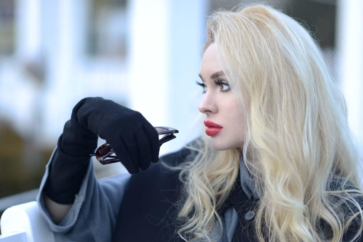 03_black_cape_zara_red_lips
