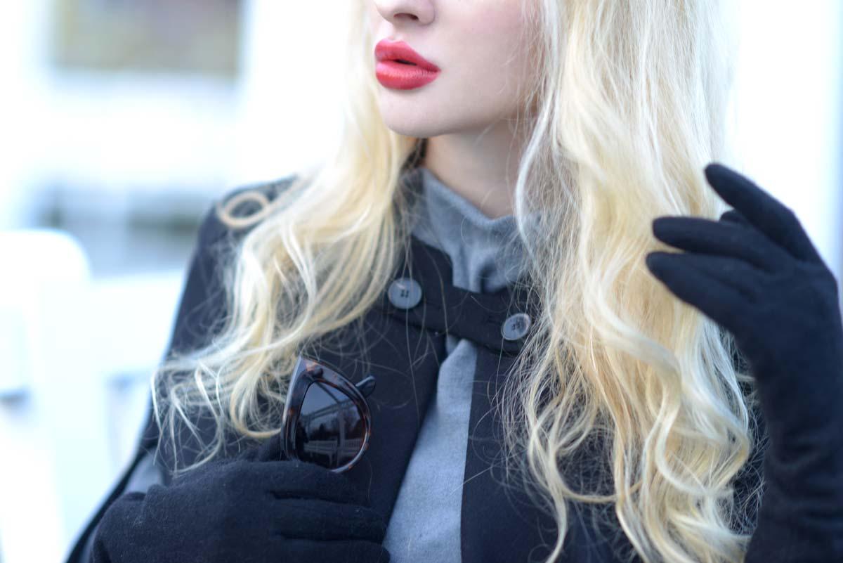 05_black_cape_zara_red_lips