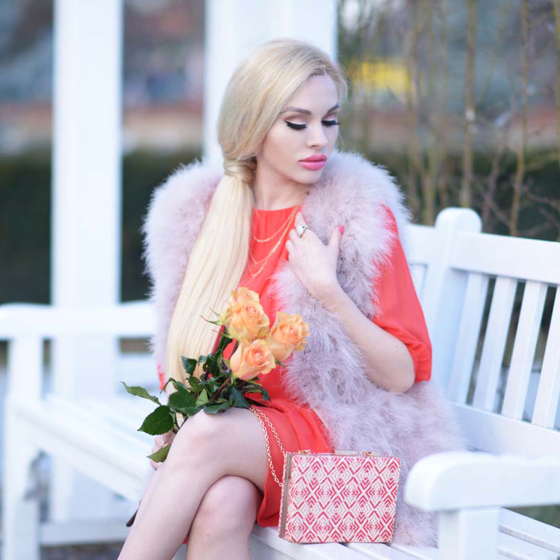 01_1_coral_dress_dusty_pink_feather_vest