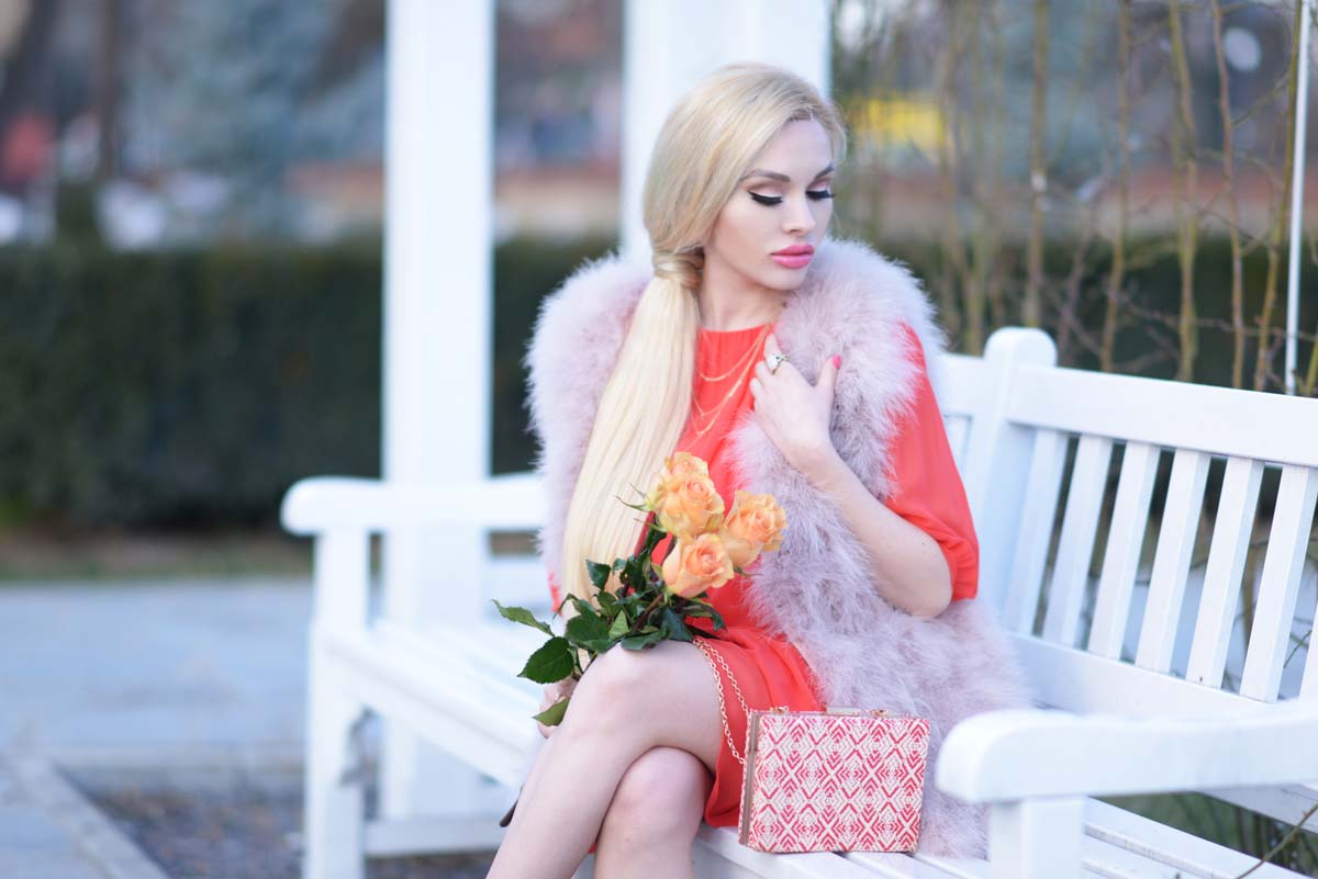 01_coral_dress_dusty_pink_feather_vest