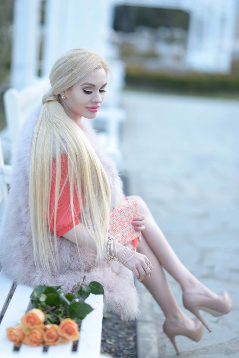 08_coral_dress_dusty_pink_feather_vest