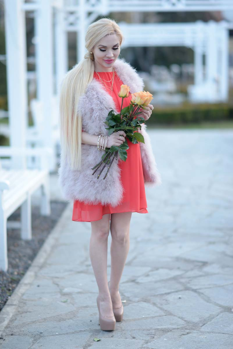 09_coral_dress_dusty_pink_feather_vest