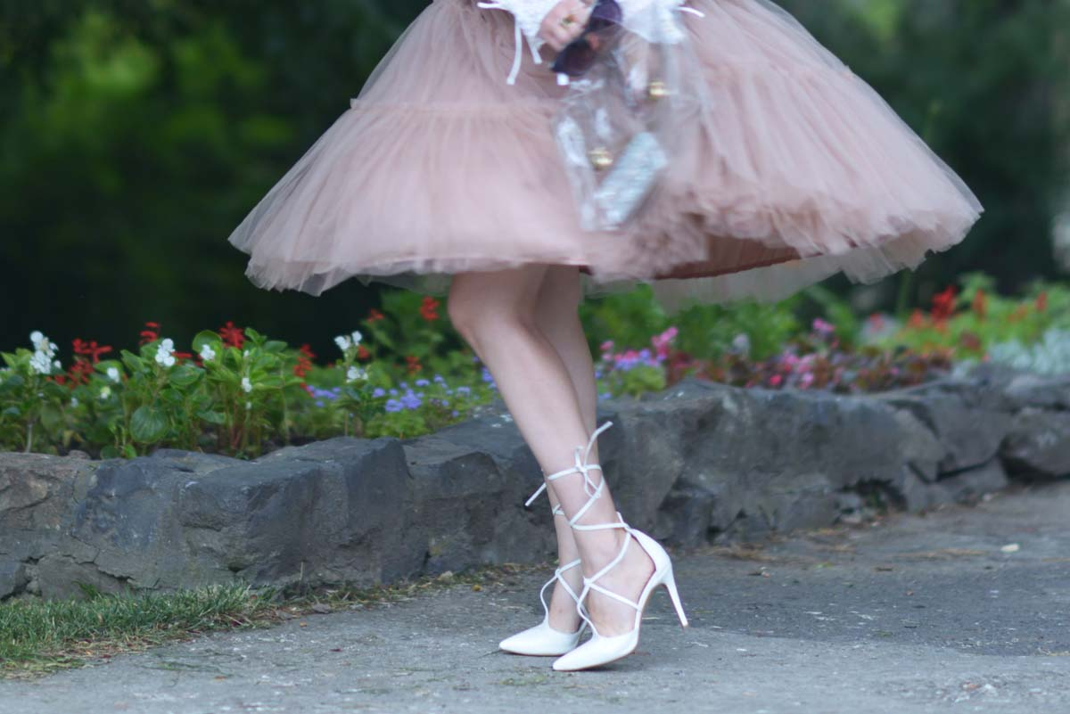 14_tulle_skirt_white_shirt_laceup_heels