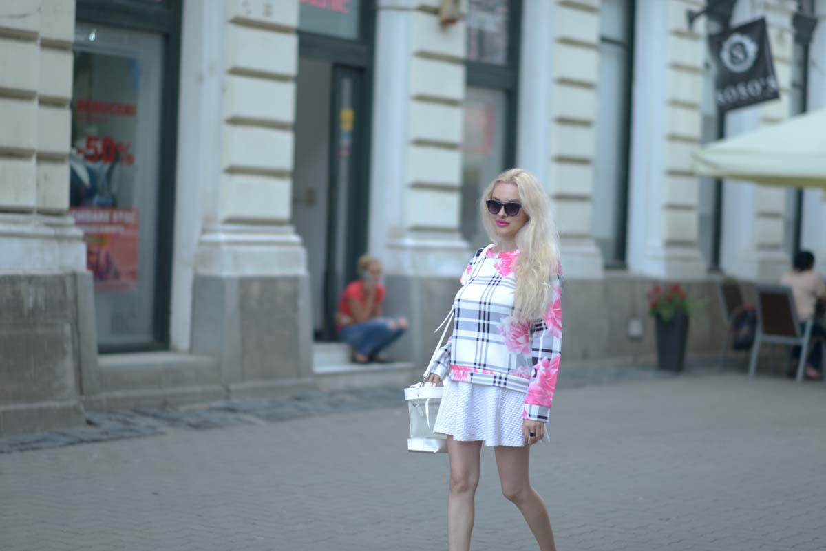 05_pink_shirt_white_skirt_zara