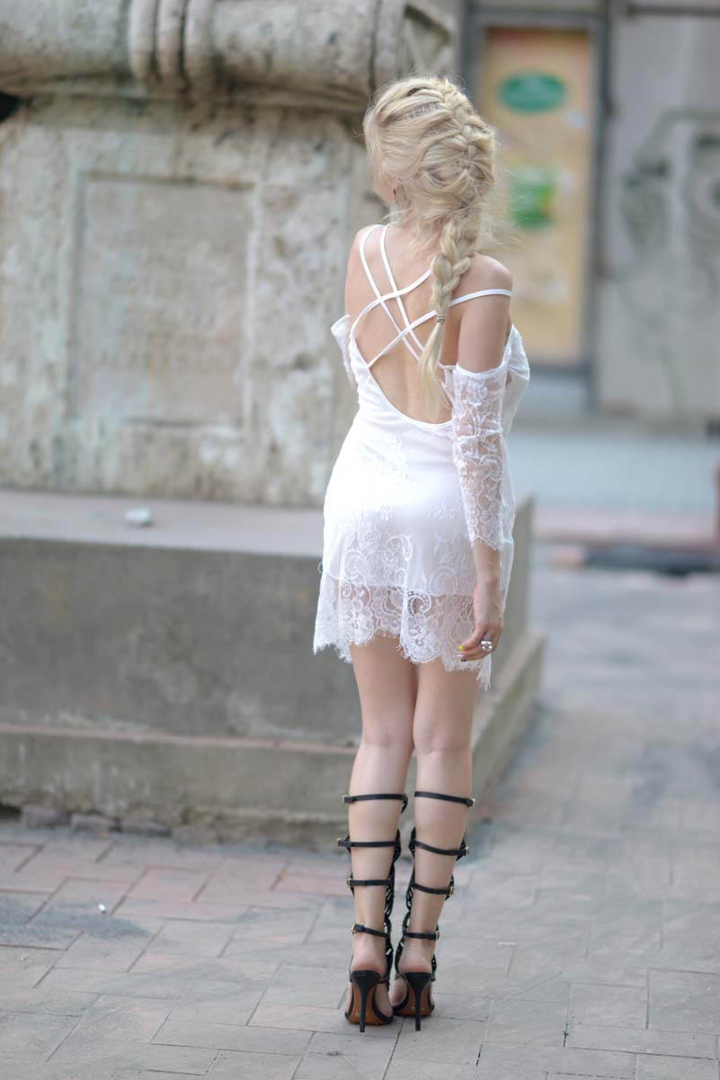 25_white_lace_dress_black_gladiators