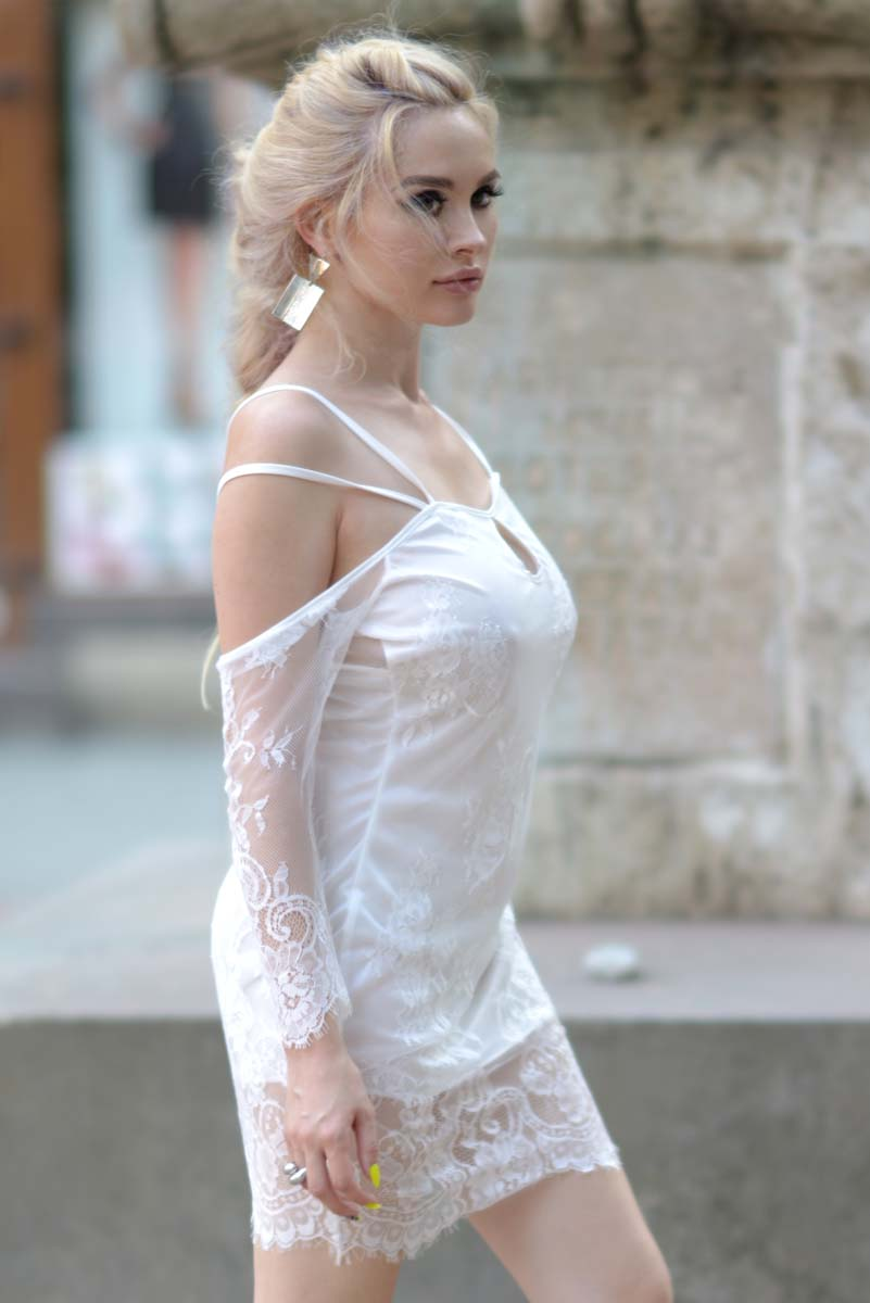 29_white_lace_dress_black_gladiators