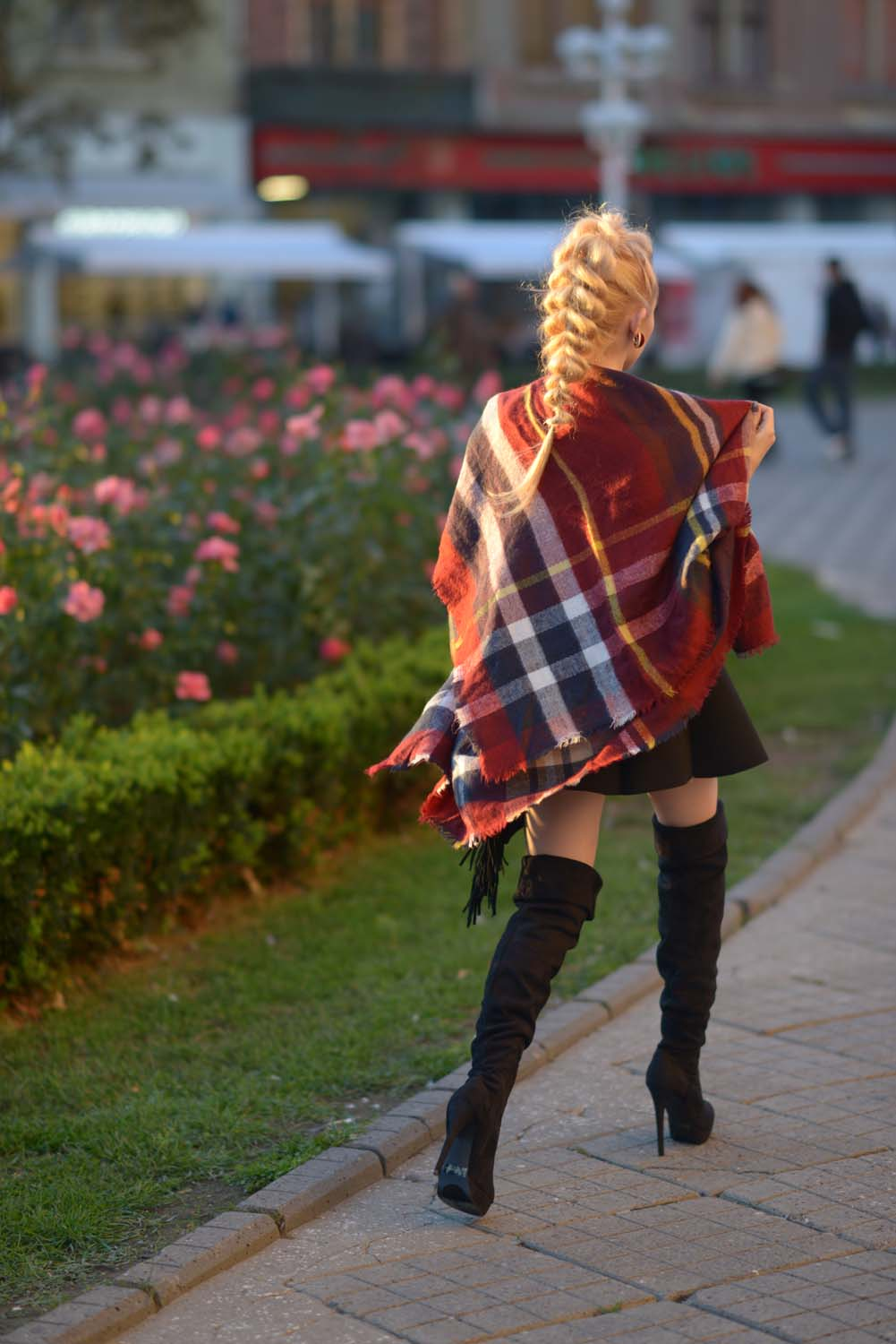15_tartan_scarf_over_the_knee_boots
