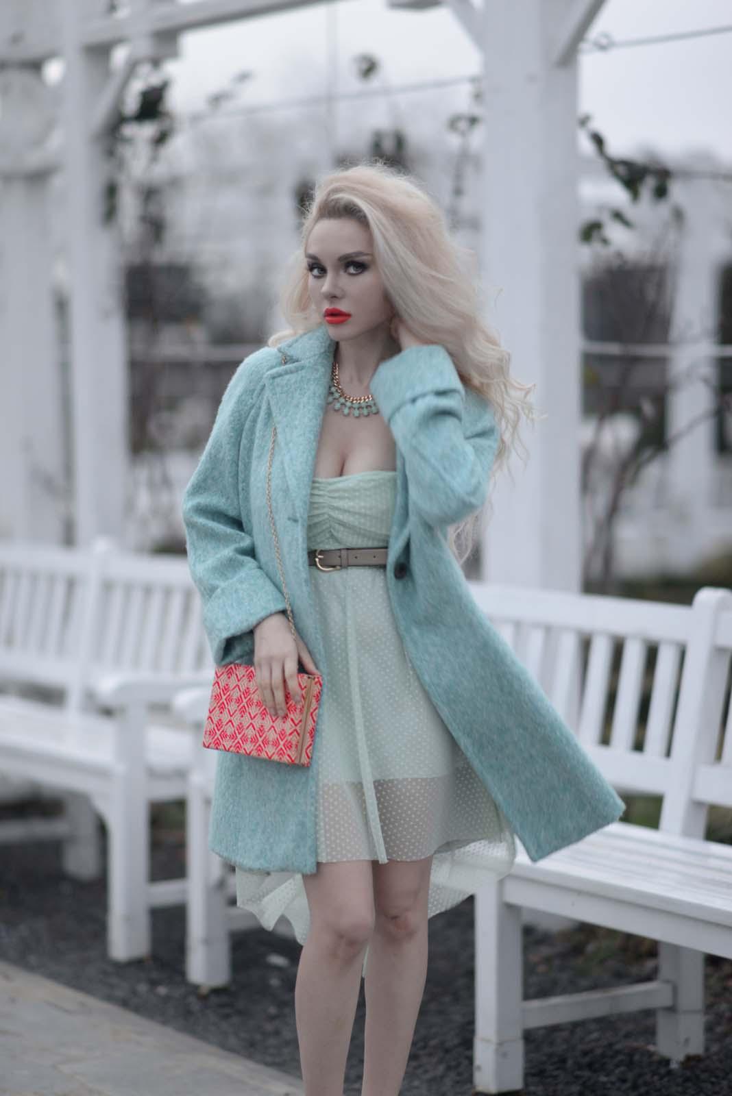 02_mint_dress_coat_zara_orange_lips