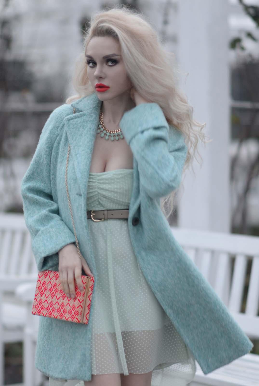 03_mint_dress_coat_zara_orange_lips