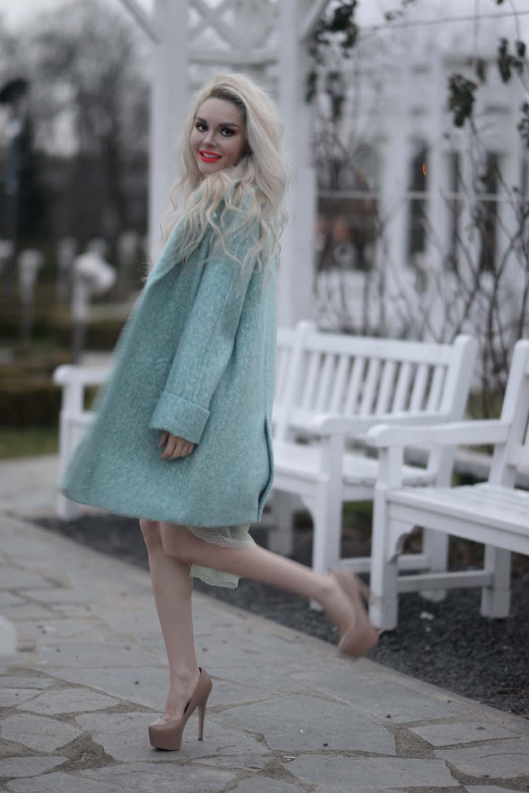07_mint_dress_coat_zara_orange_lips