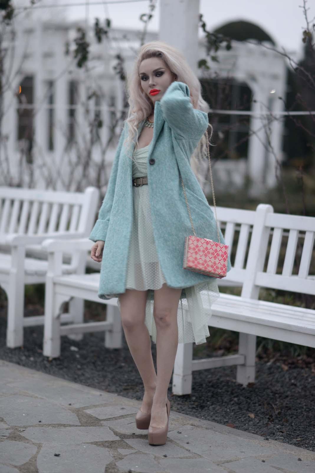 08_mint_dress_coat_zara_orange_lips