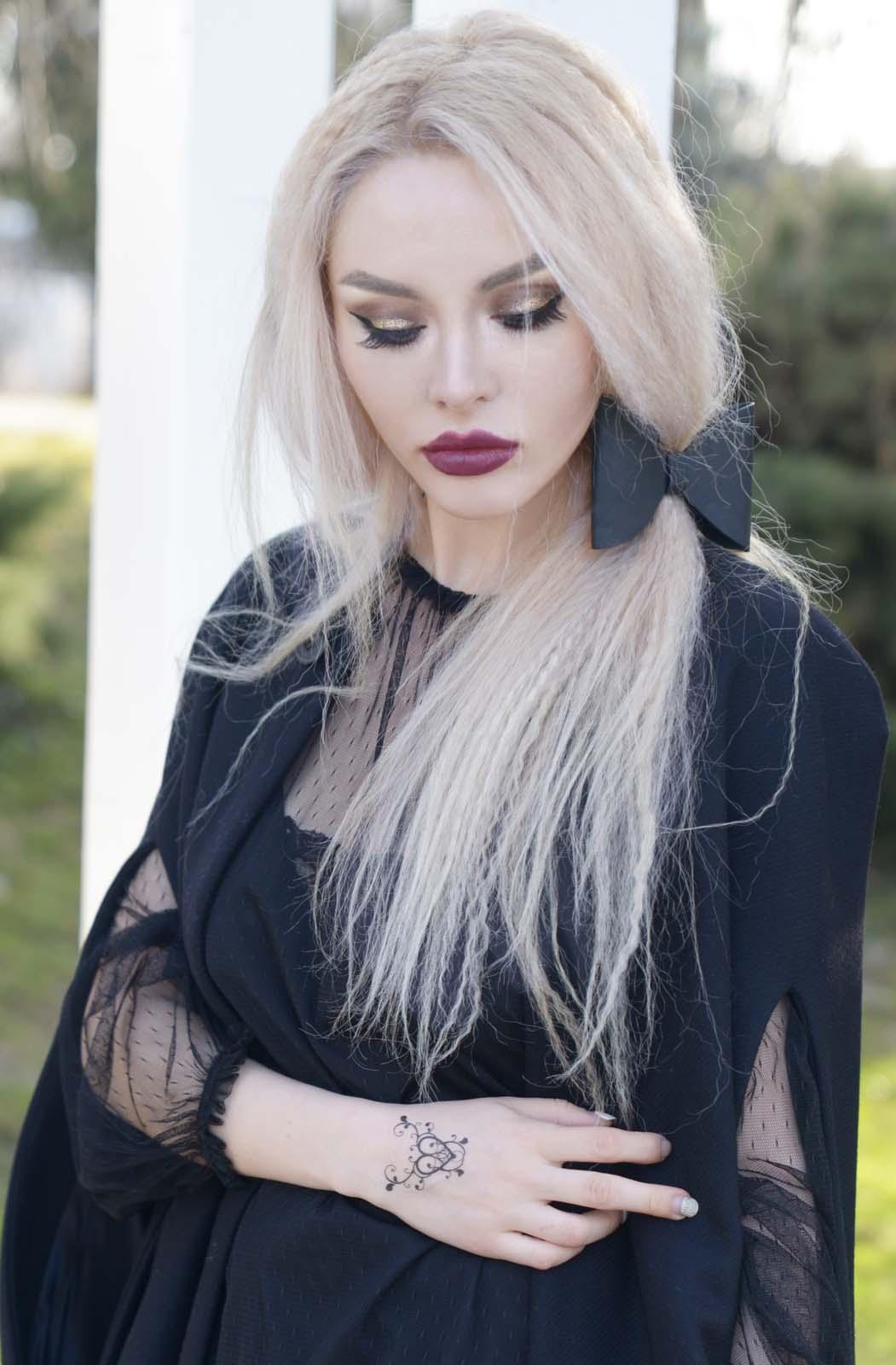 09_black_lace_burgundy_lips_golden_eyes