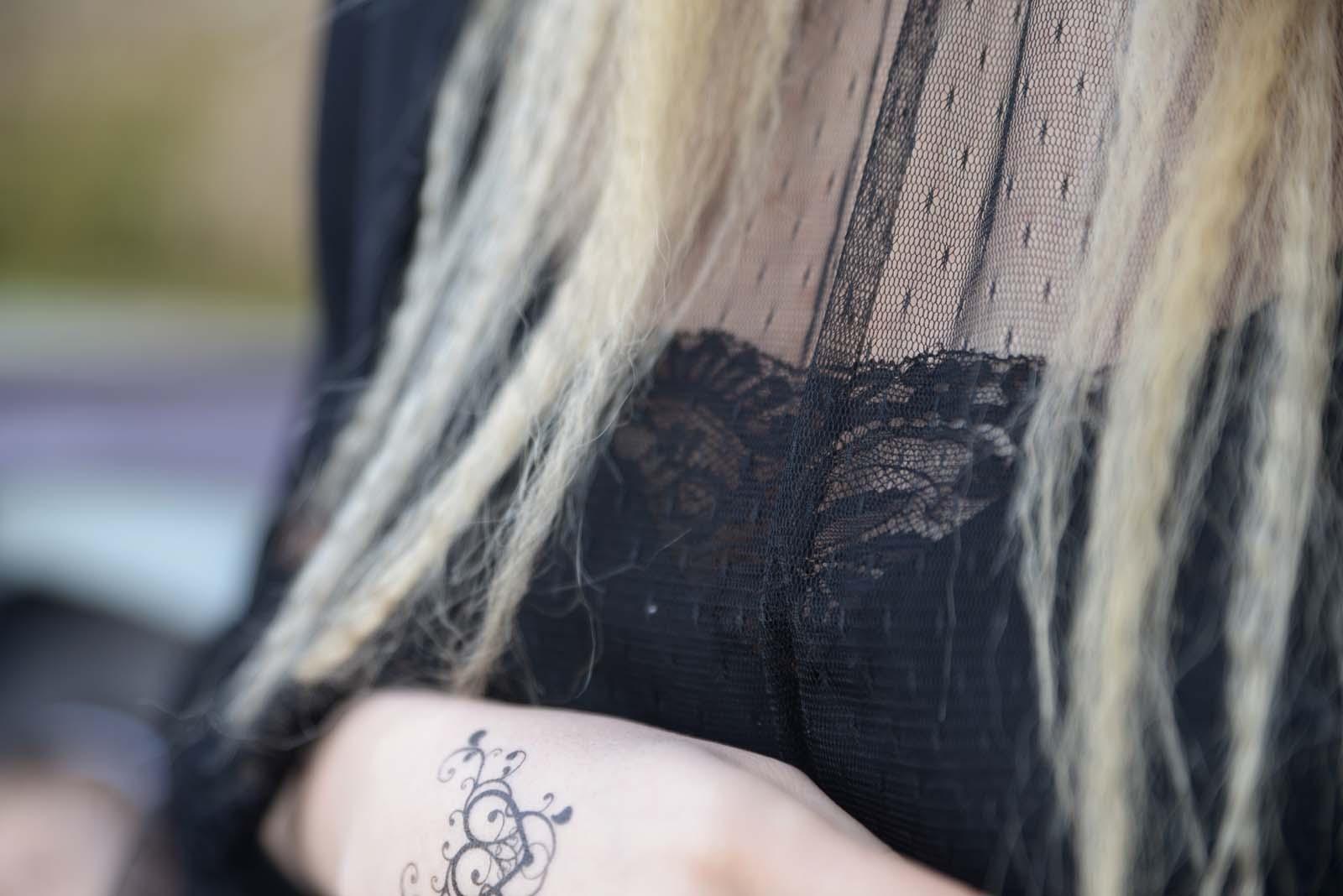 25_black_lace_burgundy_lips_golden_eyes