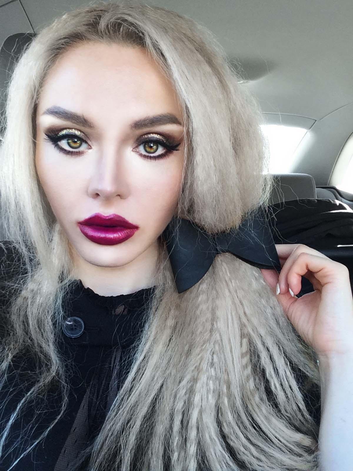 36_black_lace_burgundy_lips_golden_eyes