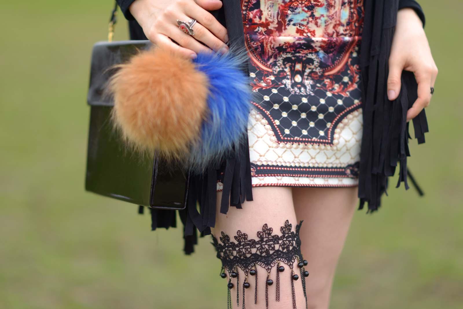 03_vintage_pattern_skirt_black_hat_pompon