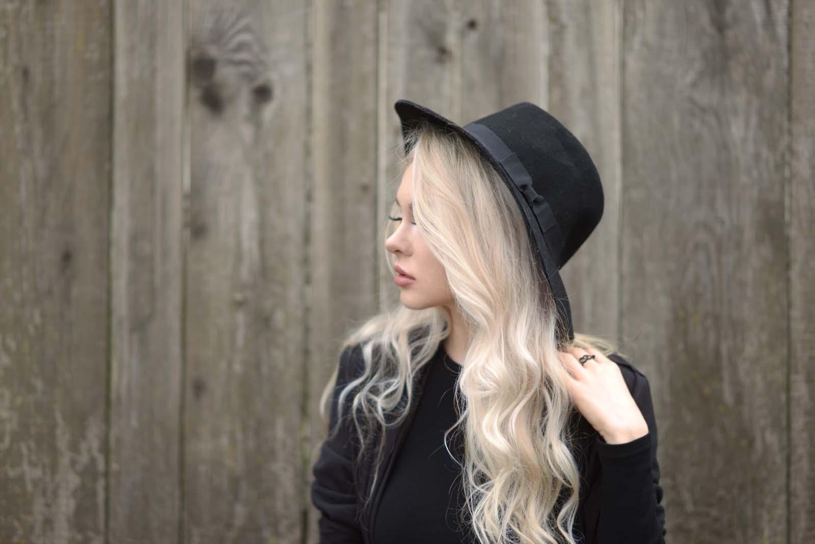 09_vintage_pattern_skirt_black_hat_pompon