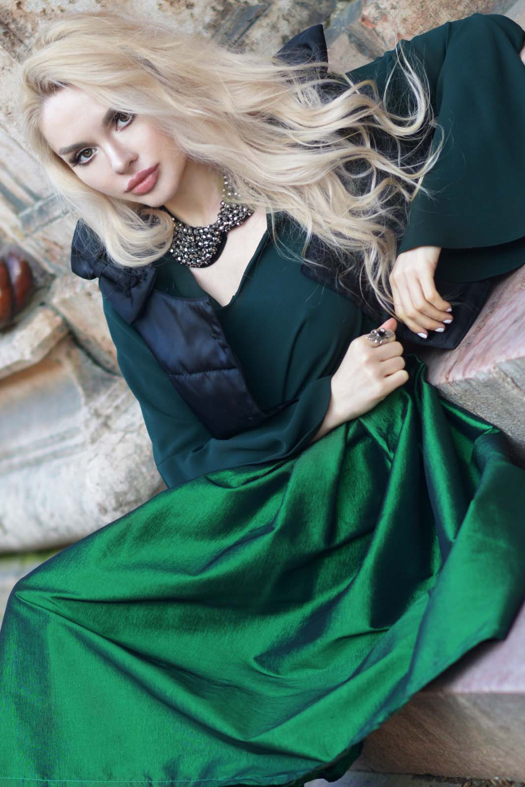 10_emerald_skirt_beaded_collar_flared_shirt