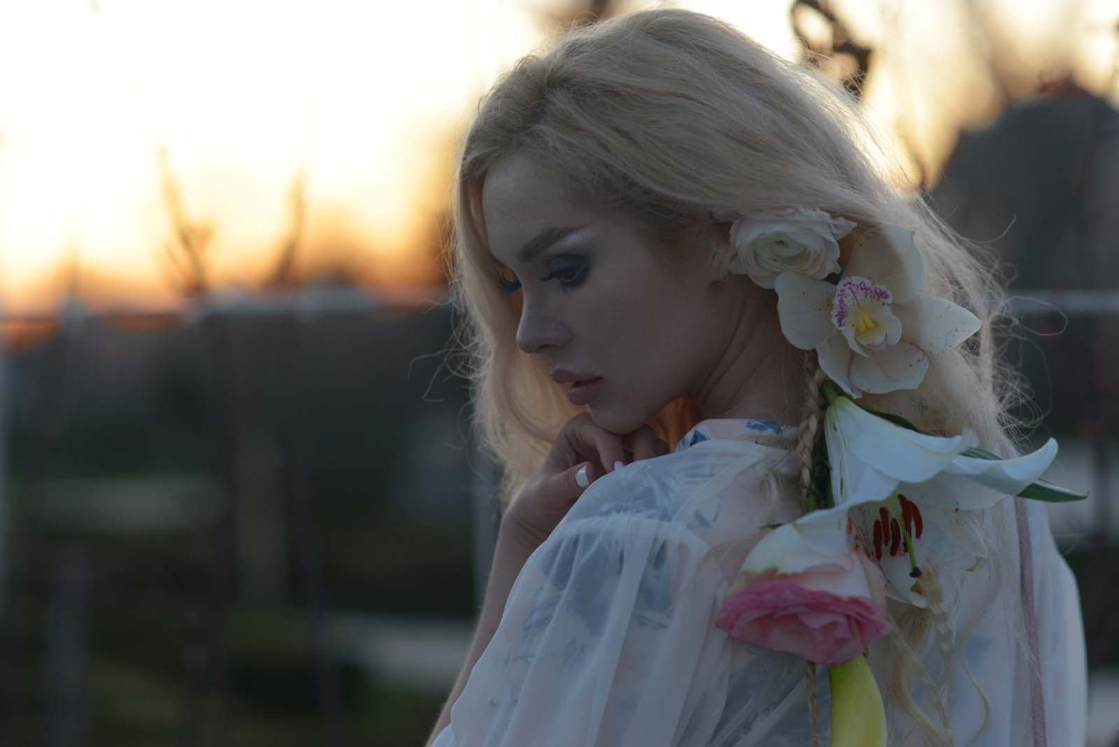 12_flowers_hair_accessory_blonde
